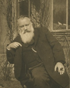 Johannes Brahms im Park des Arenberg-Palais in Wien sitzend (Fotografie von Maria Fellinger, 1. Mai 1895)
