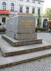 Leerer Sockel: Carl-Alexander-Denkmal am Goetheplatz. Foto: Vitold Muratov (CC-Lizenz Wikimedia)