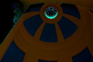 Blick in die Kuppel des Brunnentempels