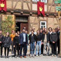 """Berliner Studenten helfen bei der Rettung der  """"Krone"""" in Schweina"""
